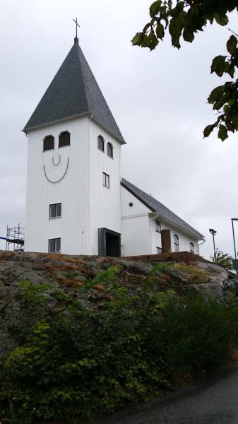 Skärhamn smiling church2.jpg
