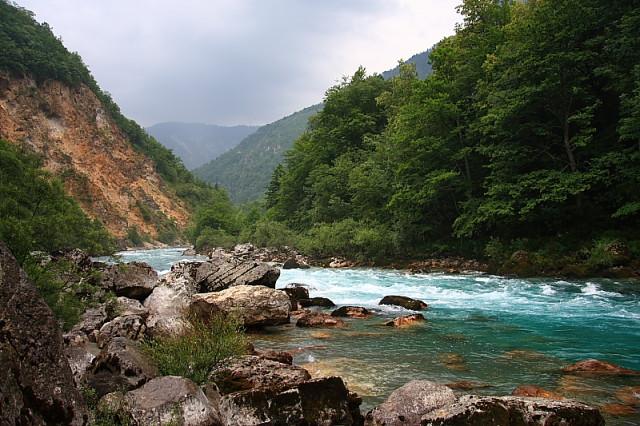 Черногория. Туристасы на рафтинге и просто.