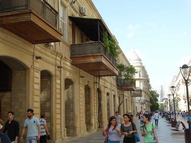 Зелёные балкончики Баку