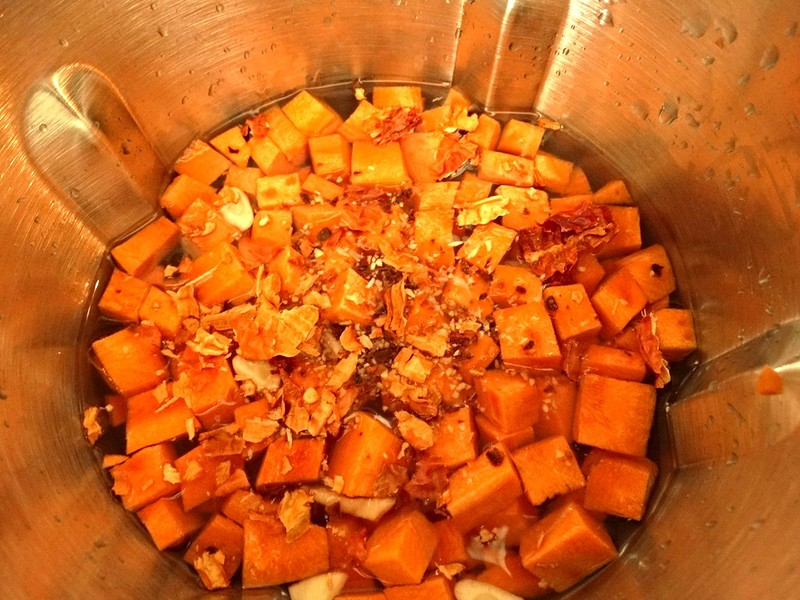 Суп-пюре, приготовленный в суповарке