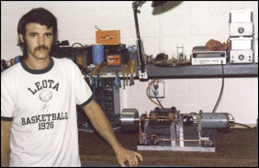 Д.Бедини и его самовращающаяся установка на столе 80-е годы ХХ века.