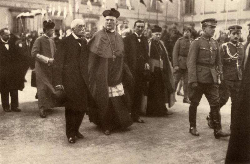 Регенты Польши с офицерами польской армии