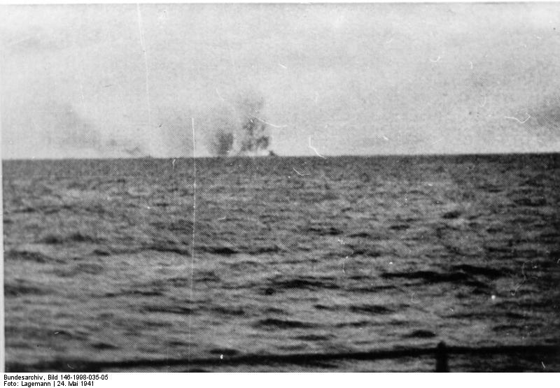 Bundesarchiv_Bild_146-1998-035-05__Schlachtschiff_Bismarck__Seegefecht