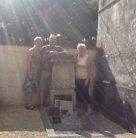 20140808_At the Graveyard in Sauvigny