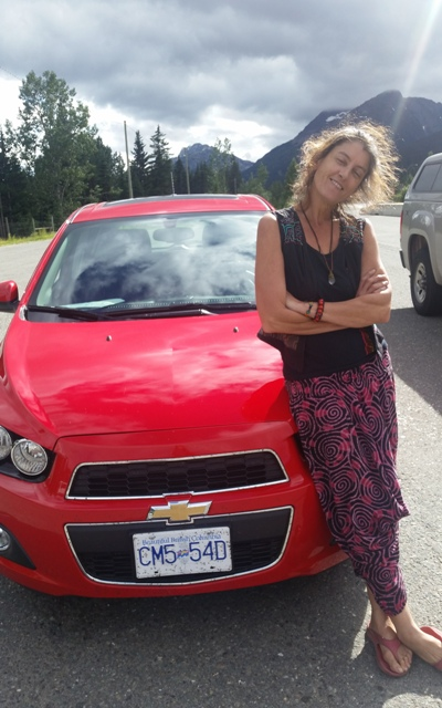 20160711_Hortensia and the red car.jpg
