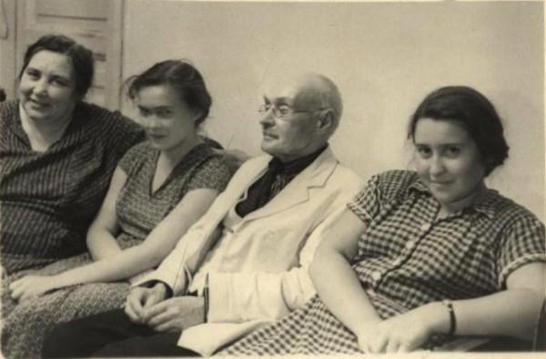 К. Рашевский среди родных 1951 г. 957НВ