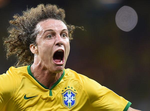 5 Brazils-defender-David-Lu-002