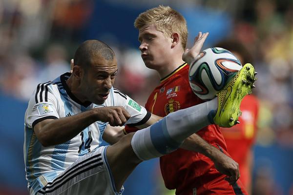 5 Argentinas-midfielder-Jav-014