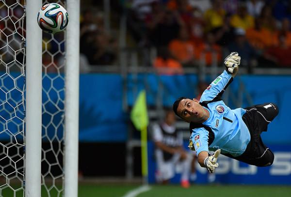 7 Costa-Ricas-goalkeeper-Ke-017