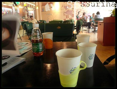 Segelas green tea panas selepas shopping mutiara Beijing