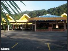 Gemilang redup kuning biru foyer MRSM putera atas bukit tepi gunung