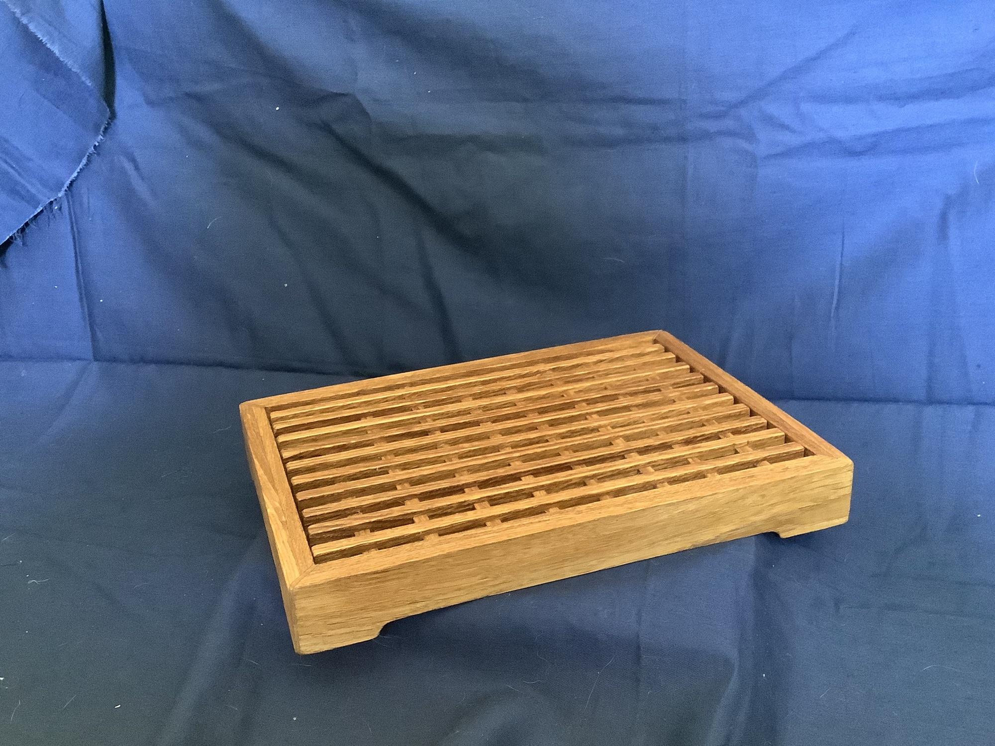 Разделочная доска для хлеба со сьемной решеткой для крошек