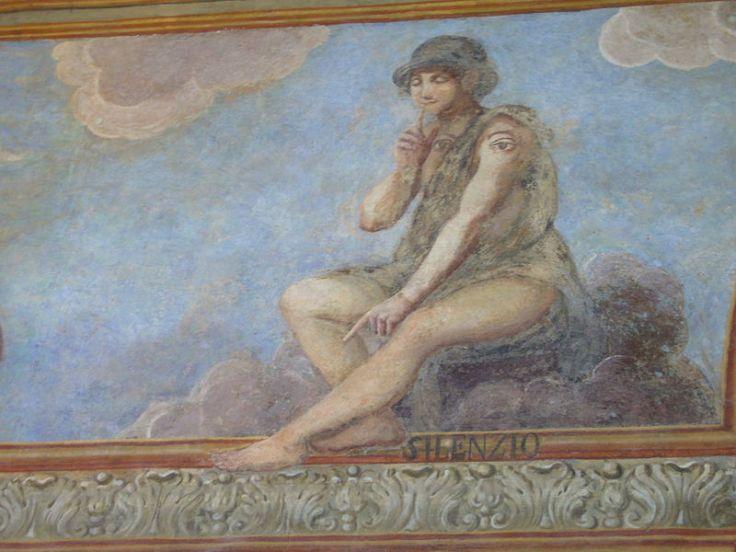 800px-Napoli_s_Chiara_affreschi_chiostro_-_il_silenzio_1040870