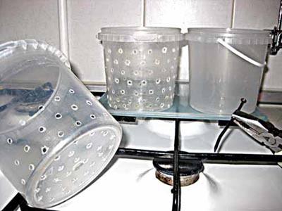 Как сделать отверстия в пластиковом горшке