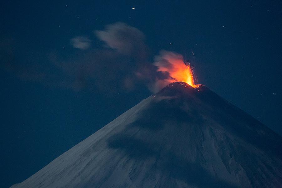 Извержение вулкана Ключевская сопка. Январь 2015.
