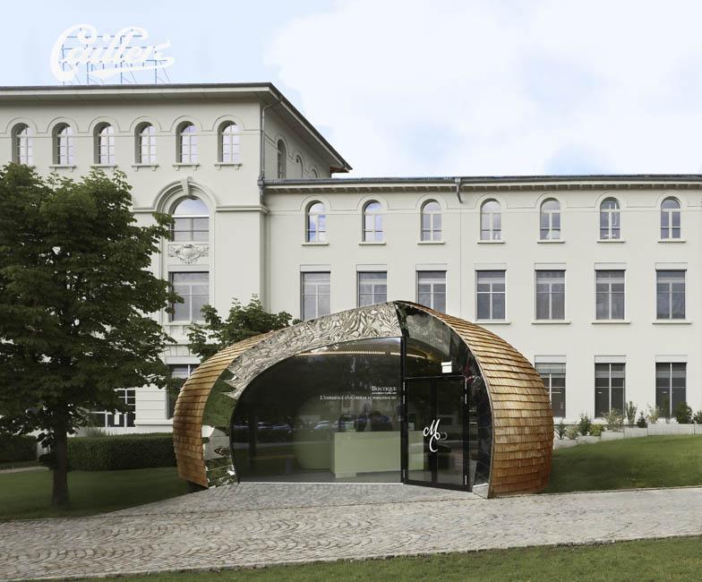 Стеклянный вход в бутик шоколада Cailler (Nestlé), проект французского дизайнера Матье Леаннера
