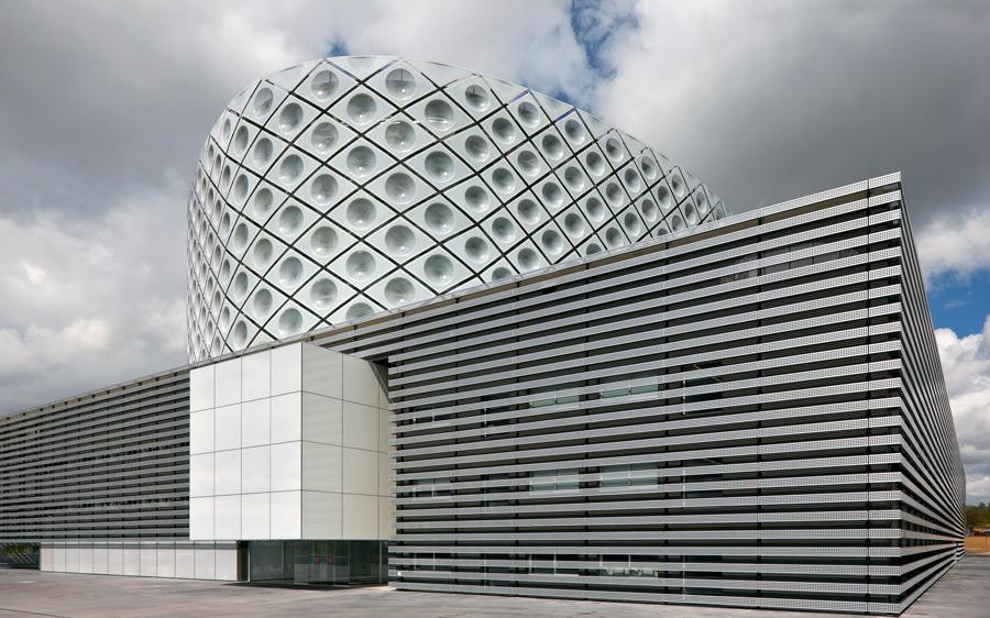 Башня в футляре - больница им. короля Хуана Карлоса от студии Rafael de La-Hoz Arquitectos