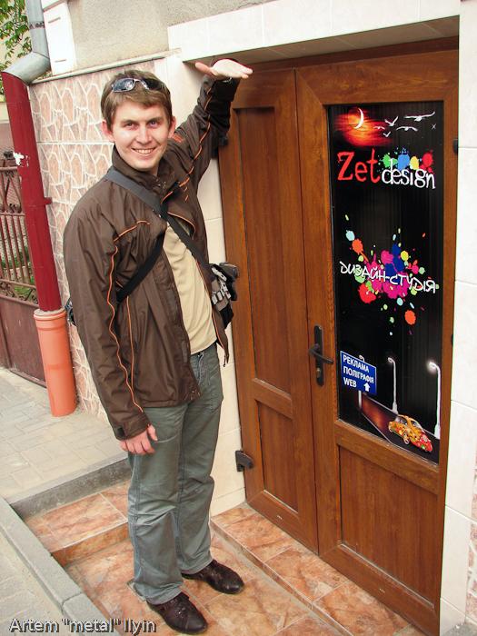 Низкие двери в магазин, Черновцы