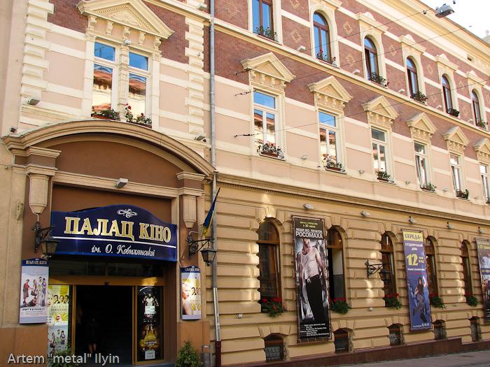 Дворец кино расположен в настоящем дворце, Черновцы
