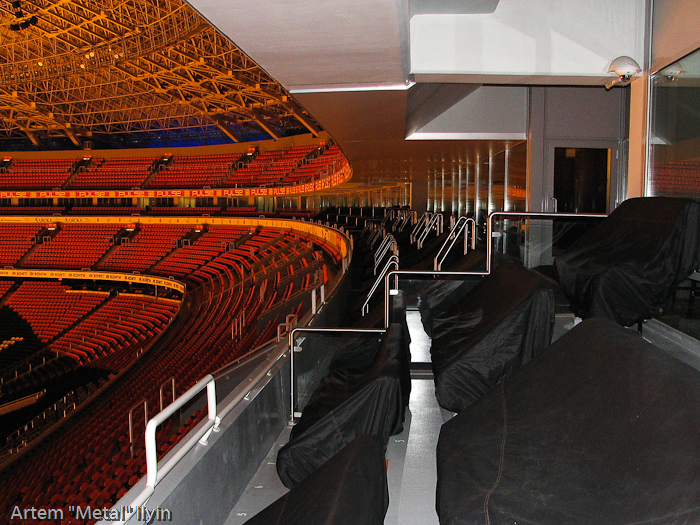 С одного из этих кресел смотрит футбол президент ФК Шахтер Ринат Ахметов. Корпоративные ложи Донбасс Арена