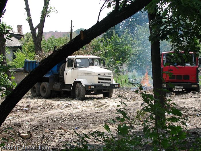 Демонтаж барака в Димитрове Донецкой области