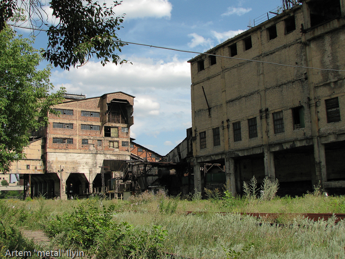 Оборудование старой шахты в Димитрове Донецкой области