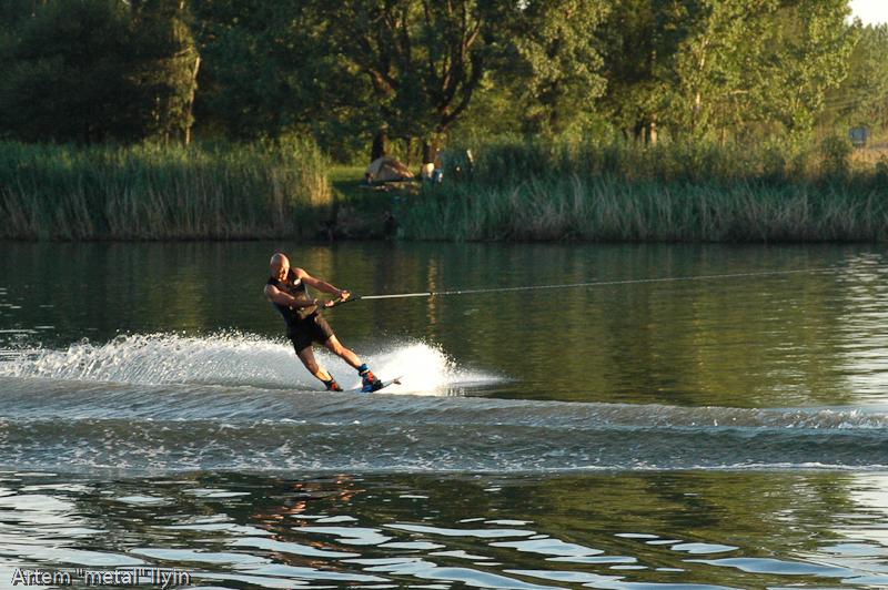 Катание на водных лыжах по реке Вааль около Йоханнесбурга по-прежнему прерогатива белокожего населения Южной Африки