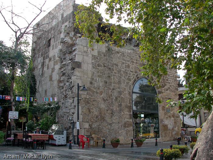 Магазин в средневековой башне в районе Калеичи, Анталия, Турция