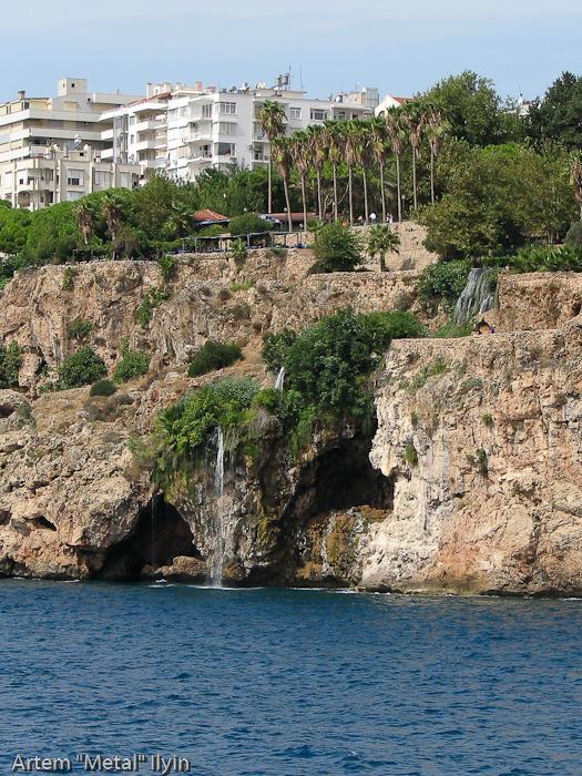 Малый водопад в гавани Калеичи, Анталия, Турция
