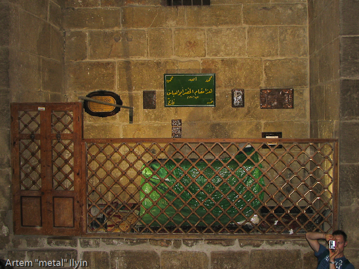 Саркофаг с зеленым покрывалом, цитадель Алеппо, Сирия