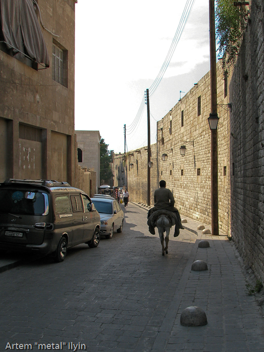 На узких улочках старого города Алеппо запросто можно встретить наездника на ишаке, а вот две машины здесь не разминутся