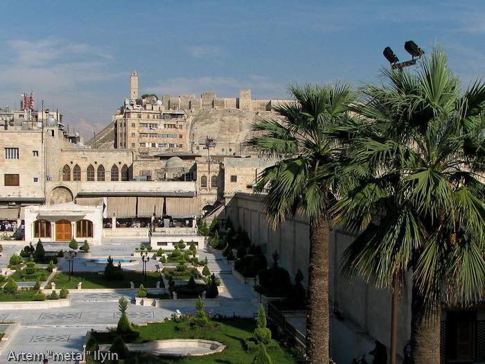 Площадь перед Великой / Большой Мечетью в Алеппо, Сирия. Панорама цитадели Алеппо