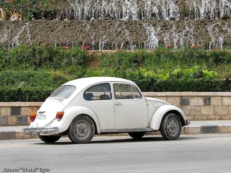 Старые автомобили достаточно часто встречаются на улицах сирийских городов, Хама, Сирия