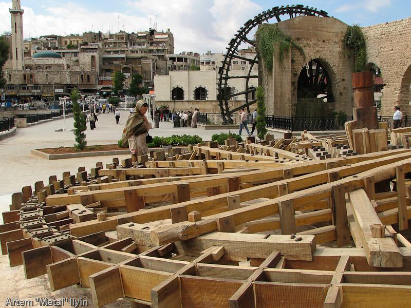 Деревянное водяное колесо - нория - основная достопримечательность Хамы, Сирия
