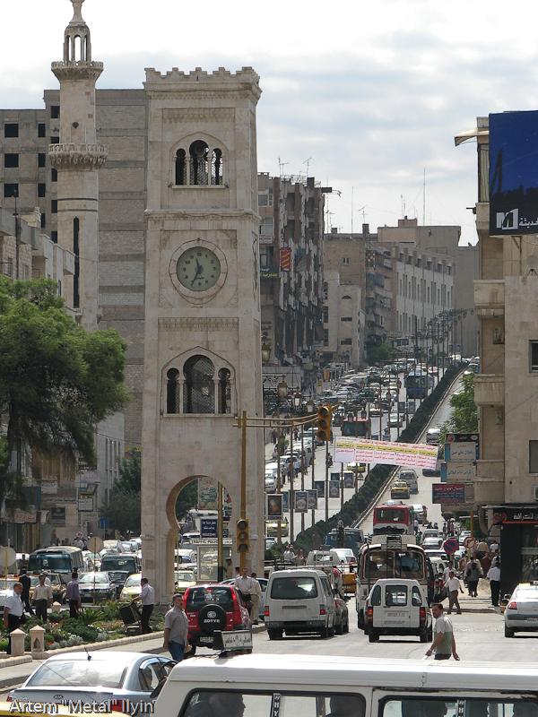 Оживленное движение автотранспорта в Сирии сопровождается непрерывным гудением клаксонов. Хама