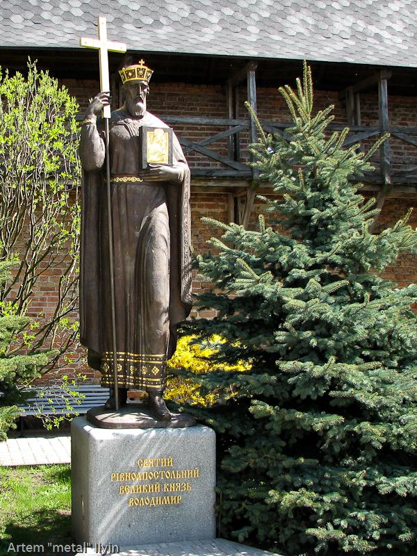 Памятник князю Владимиру в Зимненском монастыре, село Зимнее, Волынская область