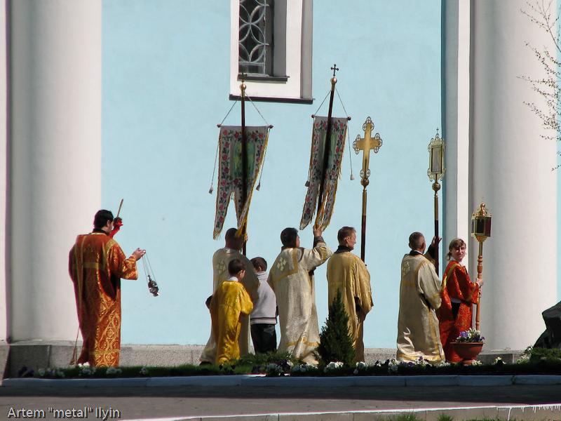 Пасхальный крестный ход около Успенского собора (храм Мстислава), Владимир-Волынский, Волынская область