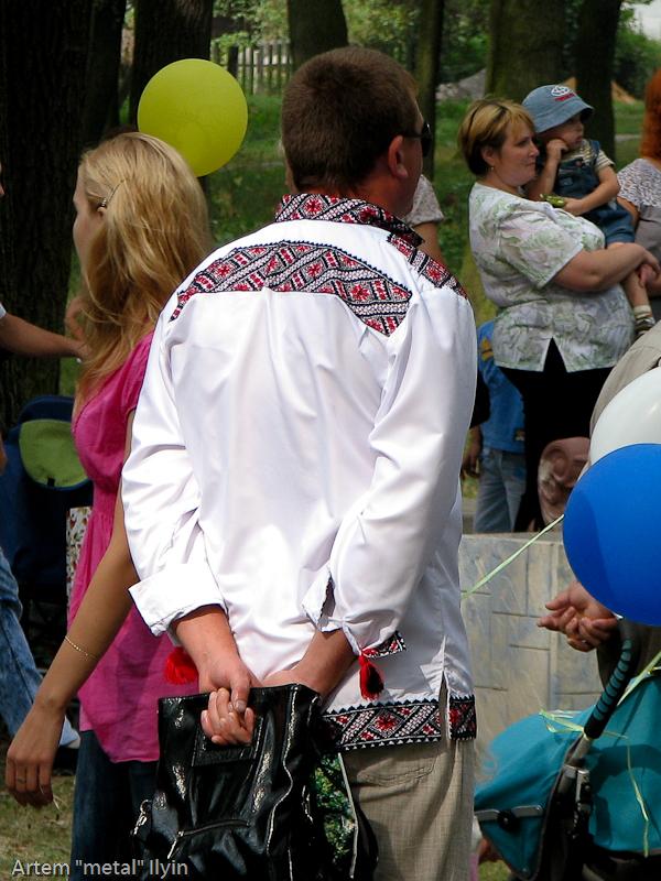 Один из победителей конкурса вышиванок. День Независимости Украины 2010 в Киверцах, Волынь