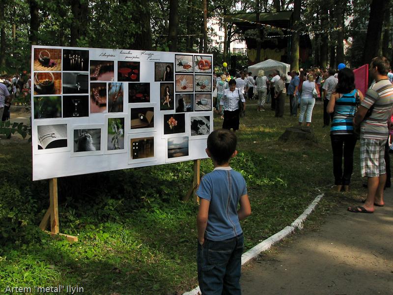 Фотовыставка в центральном парке. День Независимости Украины 2010 в Киверцах, Волынь