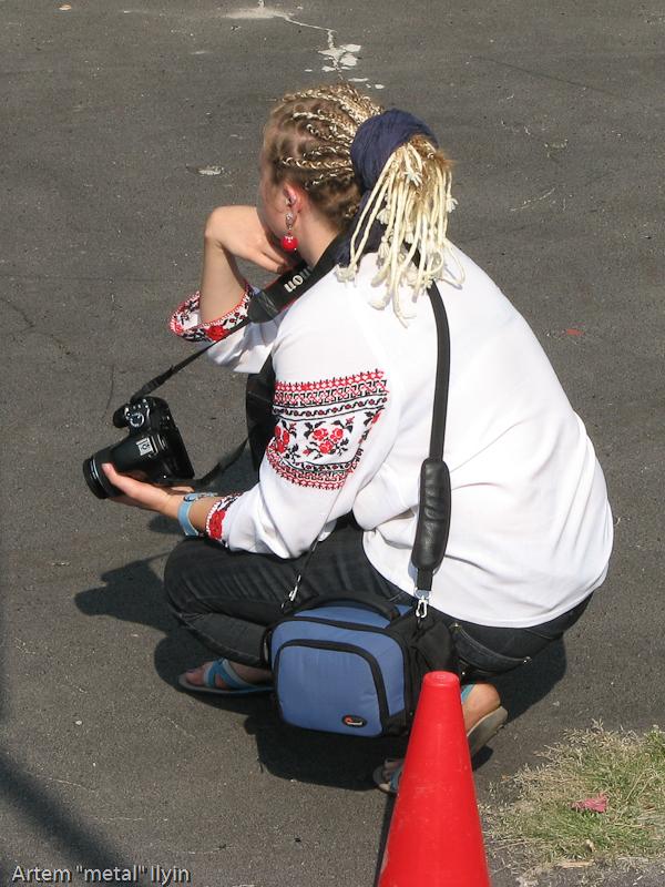 Фотожурналист в вышиванке. День Независимости Украины 2010 в Киверцах, Волынь