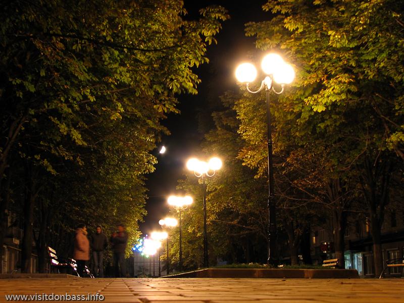 Мариупольский Арбат - небольшая пешеходная аллея в центре города