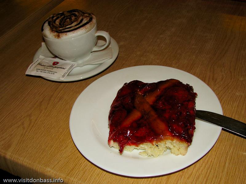Натуральный кофе в кафе отеля Ливерпуль продают за отдельной барной стойкой