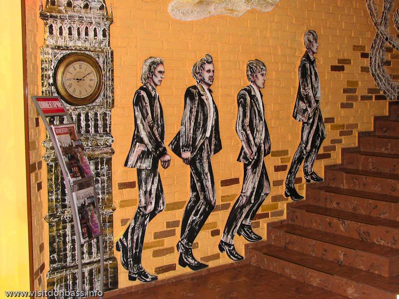 Интерьер гостиницы Ливерпуль украшен портретами The Beatles