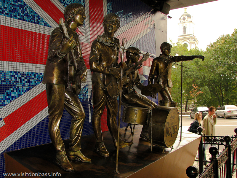Памятник The Beatles в Донецке. The Monument to The Beatles in Donetsk