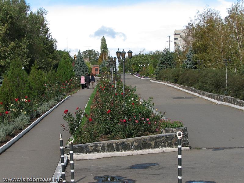 Планировка церковного двора не уступает по своим параметрам лучшим паркам Европы