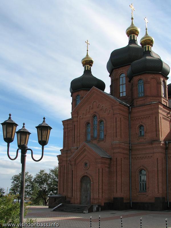 Во дворе собора Святого Архистратига Михаила тишь и благодать
