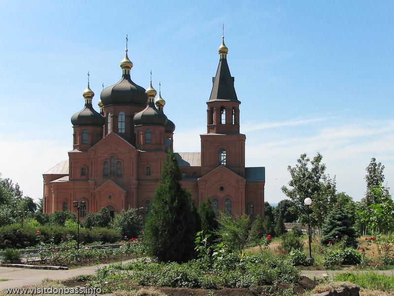 Поживановская церковь, расположенная над азовским побережьем, притягивает посетителей круглый год. И не только прихожан