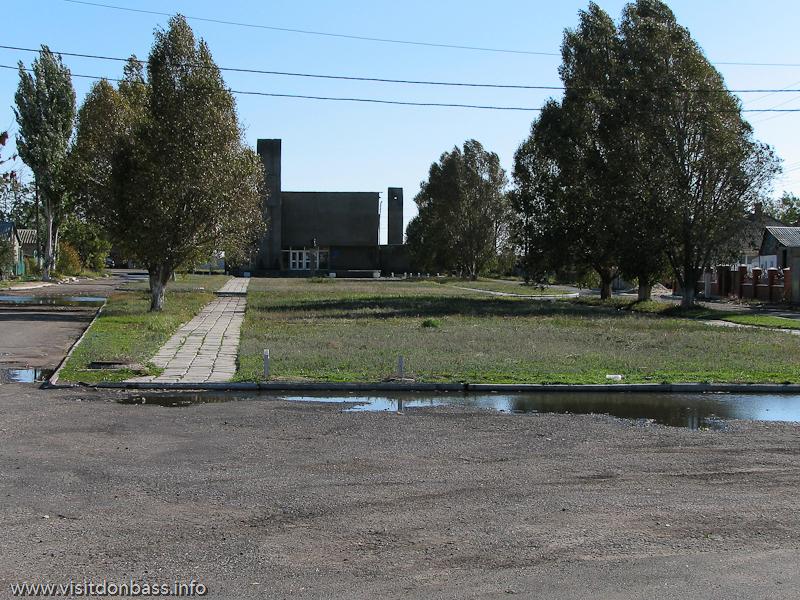 Аллея перед музеем Георгия Седова