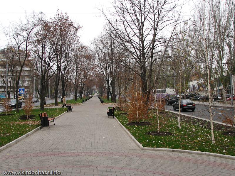 Осенний бульвар в Донецке