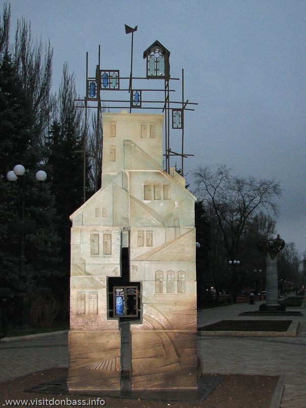 Скульптуры на бульваре Пушкина в Донецке